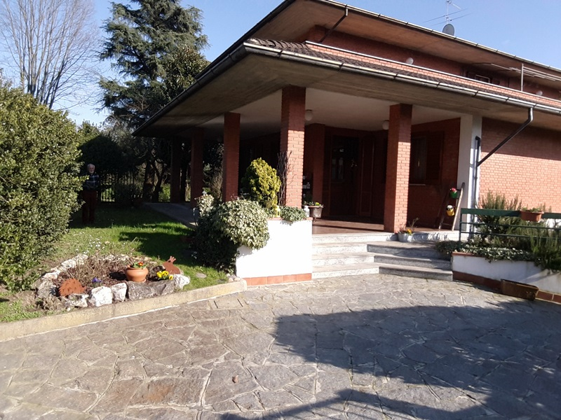 Bellissima villa singola a San Genesio ed Uniti