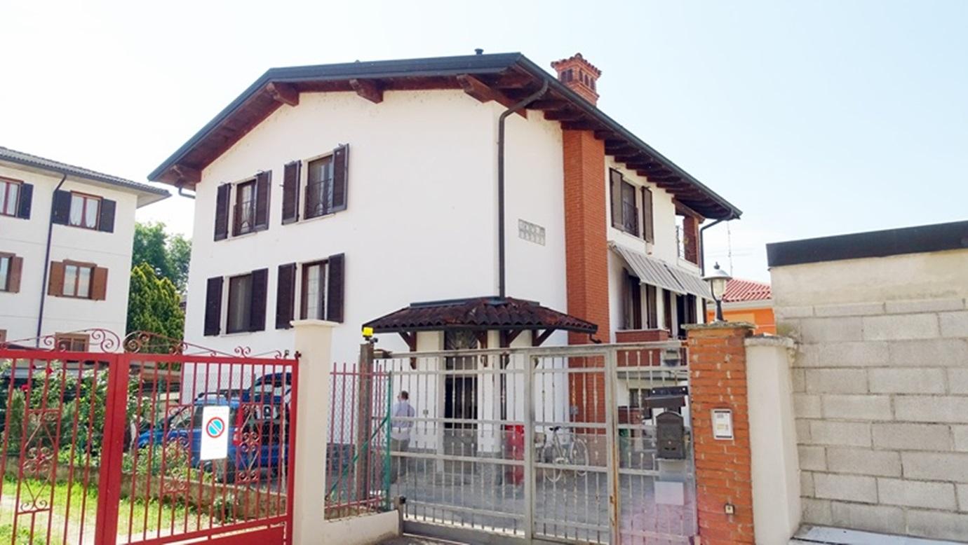 Villa singola divisa in due appartamenti